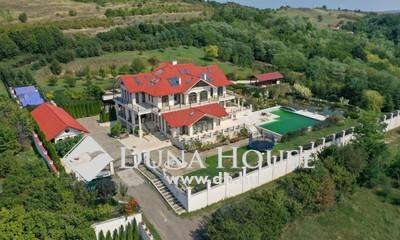 Eladó Ház, Pest megye, Vác, Panorámás Luxus Magánbirtok Medencével Papvölgyben