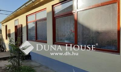Eladó Ház, Tolna megye, Dunaszentgyörgy, Főúton, központi helyen 5 szobás ház