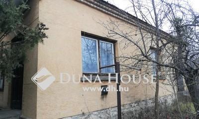 Eladó Ház, Komárom-Esztergom megye, Bakonyszombathely, Két szobás, remek lehetőségeket rejt magában!