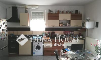 Eladó Lakás, Pest megye, Szigetszentmiklós, Óvárosban költözhető állapotú lakás zárt udvarban