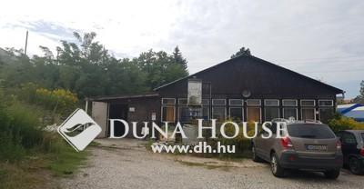Eladó Ház, Komárom-Esztergom megye, Tatabánya, Vértanúk tere