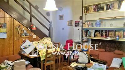 Eladó Lakás, Budapest, 3 kerület, Csillaghegyi felújítandó villalakás saját udvarral