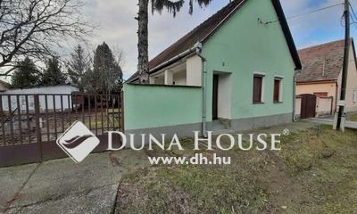 Eladó Ház, Tolna megye, Őcsény, Központi helyen azonnal költözhető, 3 szobás