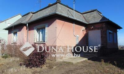 Eladó Ház, Győr-Moson-Sopron megye, Pázmándfalu, csendes utca, kilátással az Apátságra