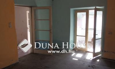 Eladó Ház, Bács-Kiskun megye, Kiskunfélegyháza, Legbelső házrész 2 lakrésszel