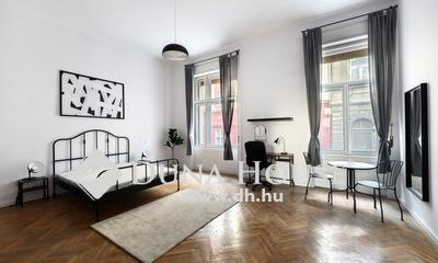 Eladó Lakás, Budapest, 8 kerület, Corvin-negyed - Pazar homlokzatú házban