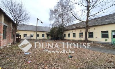 Eladó Ipari ingatlan, Bács-Kiskun megye, Kecskemét, 1230 nm-es csarnok épület 2000nm telken
