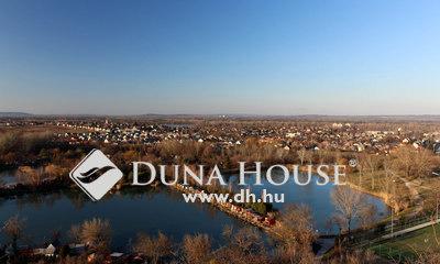 Eladó üzlethelyiség, Komárom-Esztergom megye, Nyergesújfalu, Gyönyörű környezetben levő, tóparti üzlethelyiség