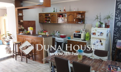 Eladó Ház, Bács-Kiskun megye, Kiskunfélegyháza, Nappali + 2 szobás utcai házrész