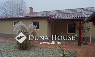 Eladó Ház, Bács-Kiskun megye, Kecskemét, Rendőrfalu rendezett utcájában eladó