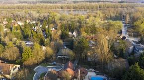 Eladó ház, Szentendre, Dunára panorámás, úszómedencés Makovecz-villa a festői szépségű Szentendrén