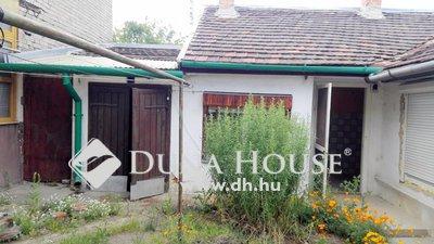 Eladó Ház, Budapest, 20 kerület, Hatvani utcában öt lakásos házból, bővíthető lakás