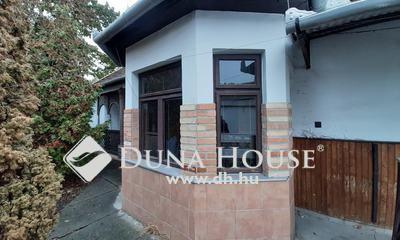 Eladó Ház, Jász-Nagykun-Szolnok megye, Jászberény, 4 sávos főútvonal mellett.