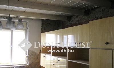 Eladó Ház, Pest megye, Tápiószecső, Falu központjában, csendes mellék utcában.