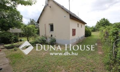 Eladó Ház, Bács-Kiskun megye, Kecskemét, Lakás árában jó állapotú ház, 1011 m2-es telken