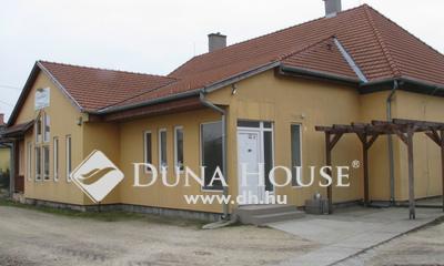 Eladó Ipari ingatlan, Győr-Moson-Sopron megye, Bőny, Bőny központjában