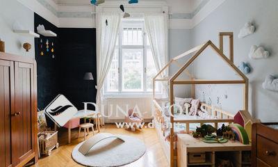Eladó Lakás, Budapest, 9 kerület, Tágas, polgári, napos lakás, szép házban
