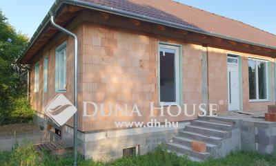 Eladó Ház, Bács-Kiskun megye, Kecskemét, Ballószögben 189nm ikerházfél 361nm telken