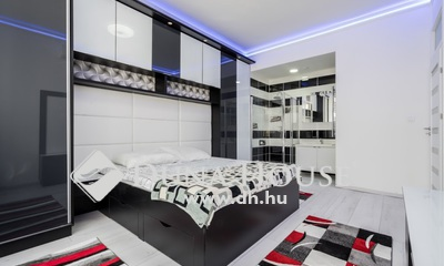 Eladó Lakás, Budapest, 7 kerület, Károly krt, magas emelet, felújított lakás