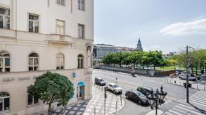 Eladó lakás, Budapest 5. kerület, Amerikai konyhás nappali+3 saját fürdőszobával rendelkező lakosztály