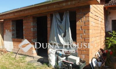 Eladó Ház, Bács-Kiskun megye, Kiskunfélegyháza, Legbelső házrész új tetővel, saját portarésszel