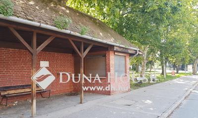 Eladó üzlethelyiség, Komárom-Esztergom megye, Tatabánya, központi