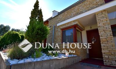 Eladó Ház, Bács-Kiskun megye, Kecskemét, Arborétum lakóparkban gyönyörű 220 m2-es sorház