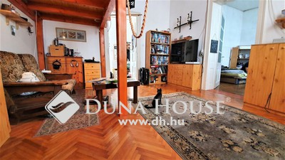 Eladó Ház, Komárom-Esztergom megye, Esztergom, Belváros szívében, 3 szobássá alakítható lakás!
