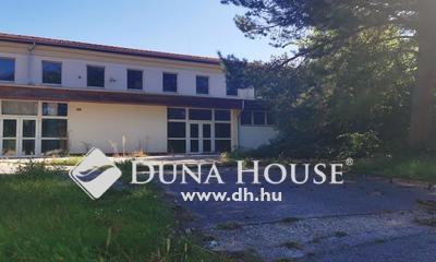 Eladó Ipari ingatlan, Komárom-Esztergom megye, Komárom, Vállalkozók háza