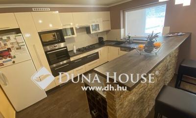 Eladó Ház, Baranya megye, Pécs, Felújított ikerház nyugodt környezetben