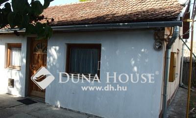 Eladó Ház, Bács-Kiskun megye, Kiskunfélegyháza, Felújított belső házrész kerttel, melléképülettel