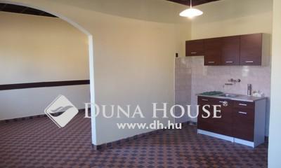 Eladó Ház, Bács-Kiskun megye, Kiskunfélegyháza, Kossuthvárosban teljesen leválasztott házrész