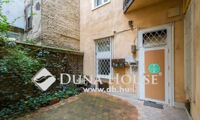 Eladó Lakás, Budapest, 7 kerület, Terasz lehetőséggel,FELÚJÍTOTT házban,felújítandó